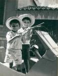 Santiago y Alex en la biscuter, de Jacques Leonard